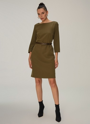 NGSTYLE Kayık Yakalı Kemerli Midi Elbise Haki